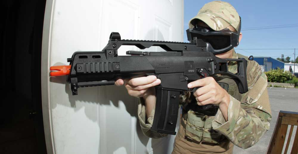 how to put battery in g&g cm16